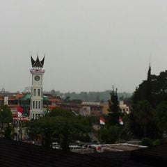 Photo taken at The Hills Bukittinggi Hotel & Convention by Naser A. on 8/30/2012