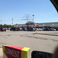 Photo taken at Giant Eagle Supermarket by Laura on 6/9/2012