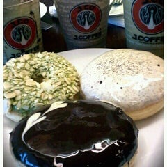 Photo taken at J.CO Donuts & Coffee by jajie h. on 7/1/2012