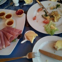 Das Foto wurde bei Café Feynsinn von Yo H. am 7/28/2012 aufgenommen