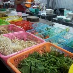 Photo taken at อ้วนอิ่ม (Uaan-im) by Woralan P. on 3/5/2012