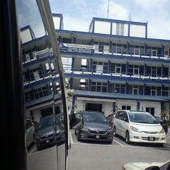 Photo taken at Ibu Pejabat Polis Daerah Klang Selatan by Hatake I. on 6/1/2012