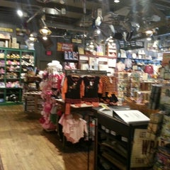 Photo taken at Cracker Barrel Old Country Store by Cassondra J. on 9/4/2012