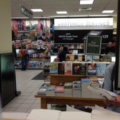 Photo taken at Barnes & Noble by Arquimedes V. on 5/16/2012