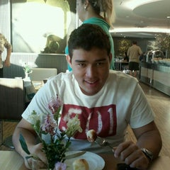 Photo taken at Restaurante Flowers by andre b. on 7/28/2012