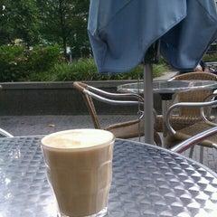 Photo taken at Caffè Belmondo by Leonoor v. on 8/20/2012