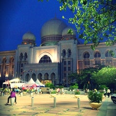 Photo taken at Istana Kehakiman (Palace of Justice) by Dzeti M. on 7/14/2012