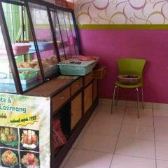 Photo taken at Jalangkote Lasinrang Ny. Lily Montolalu cabang Pengayoman by Andi A. on 3/8/2012