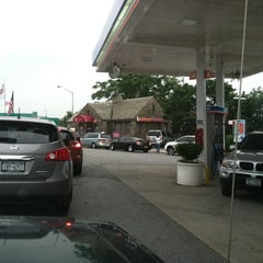 Photo taken at Dunkin' Donuts by Glenn R. on 7/7/2012