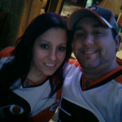 Photo taken at Pizza Como/Lou's 50 Yard Line Sports Bar by Frankie J on 3/2/2012