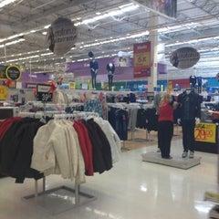 Photo taken at Walmart by Luis V. on 3/29/2012