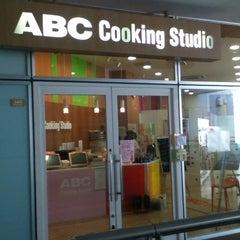 Photo taken at ABC Cooking Studio ラゾーナ川崎スタジオ by Norikazu N. on 8/21/2012