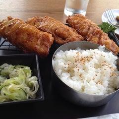Photo taken at BonChon Chicken (บอนชอน ชิคเก้น) 본촌치킨 by myssy on 7/20/2012