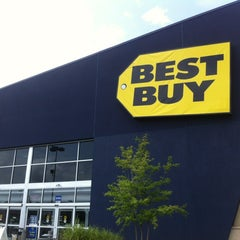 Photo taken at Best Buy by Wesley S. on 7/14/2012