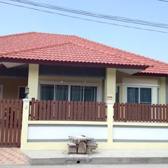 Photo taken at หมู่บ้านอัจฉรา บ้านใหม่ by สุวัฒน์ ร. on 2/7/2012