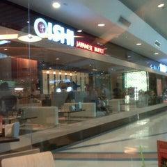 Photo taken at Oishi Buffet (โออิชิ บุฟเฟ่ต์) by pon n. on 7/31/2012