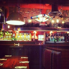 Photo taken at Uno Chicago Grill by Syrome on 5/1/2012
