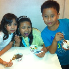 Photo taken at Golden Spoon by Naoj Sarmiento N. on 3/17/2012
