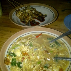 Photo taken at Pondok Kuliner Sweet Mayo by Bramantya Anindhita P. on 4/21/2012