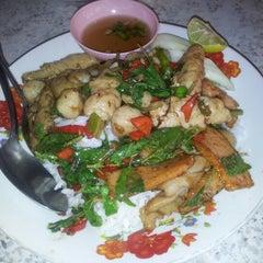 Photo taken at ร้านข้าวในตลาดอินทร์บุรีเก่า by Danai A. on 6/8/2012