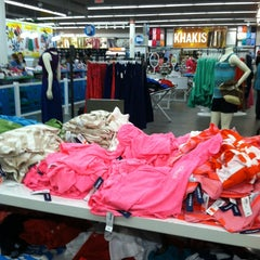 Photo taken at Old Navy by Hana M. on 6/22/2012