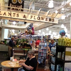Photo taken at Harris Teeter by Steinar K. on 5/12/2012