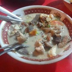 Photo taken at Sop Kaki Kambing Bang Udin by Herdayan Y. on 3/30/2012