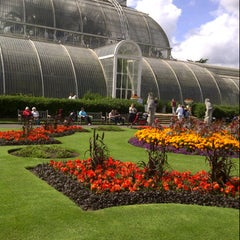Photo taken at Palm House by Fernando B. on 8/28/2012