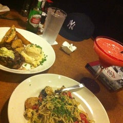Photo taken at TGI Fridays by SoYoung L. on 8/23/2012