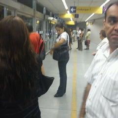 Photo taken at Estación 2 de Mayo - Metropolitano by julio a. on 4/2/2012