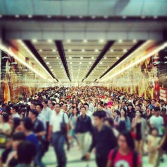 Photo taken at MTR Hong Kong Station 香港站 by Chibie Z. on 7/23/2012