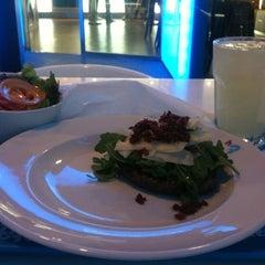 Photo taken at H3 Hambúrguer Gourmet by Francisco B. on 8/14/2012
