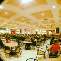 Photo taken at Shopping Metrô Santa Cruz by Yuri B. on 9/13/2012