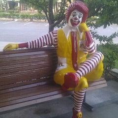 Photo taken at McDonald's & McCafé (แมคโดนัลด์ & แมคคาเฟ่) by oou_oou_ on 4/30/2012