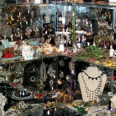 Photo taken at Showplace Antique + Design Center by Walter White on 5/4/2012