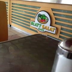 Photo taken at Blatt Salat Haus by Danny C. on 8/24/2012