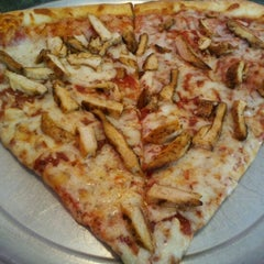 Photo taken at Alfredo's Pizza and Pasta by Rodney B. on 6/12/2012