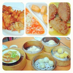 Photo taken at Swee Choon Tim Sum Restaurant 瑞春點心拉麵小籠包 by Monrawee W. on 6/13/2012