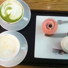 Photo taken at Goodovening Cupcake by Yura L. on 5/17/2012