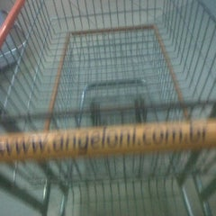 Photo taken at Supermercado Angeloni by Marquinhos M. on 2/2/2012