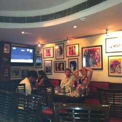 Photo taken at Cafe Morrison by Zuhamy C. on 4/16/2012