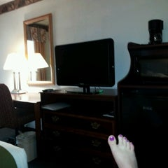 Photo taken at Holiday Inn Express Pittsburgh-Cranberry by Tracy on 8/4/2012