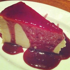 Photo taken at Outback Steakhouse by Paloma G. on 3/24/2012