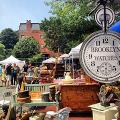 Photo taken at Brooklyn Flea - Fort Greene by Angel S. on 7/7/2012