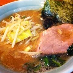 Photo taken at 横浜ラーメン武蔵家 幡ヶ谷店 by Kiyo T. on 2/13/2012
