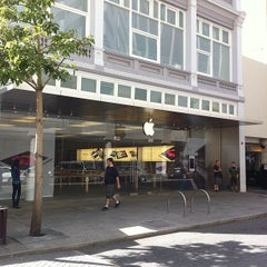 Photo taken at Apple Store, Perth City by Andrew K. on 4/25/2012