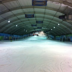 Photo taken at SnowWorld by Jeroen B. on 3/10/2012