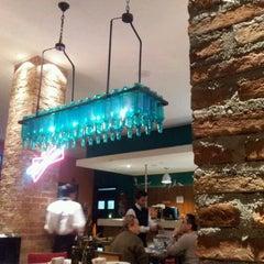 Photo taken at Divina Comédia Pizza Bar by Leonardo A. on 5/4/2012