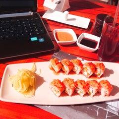Photo taken at Sushi Itto by Mango C. on 6/28/2012