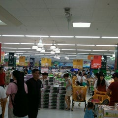 Photo taken at 이마트 (emart) by JH HYEON on 8/18/2012